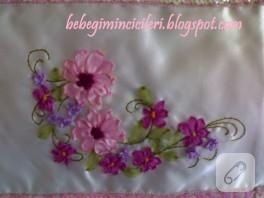 Pembe çiçekli kurdele nakışı havlu kenarı