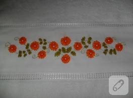 Turuncu çiçekli kurdele nakışı havlu kenarı