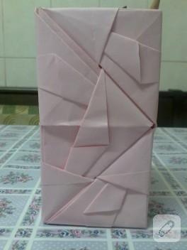 Origami pembe kalemlik