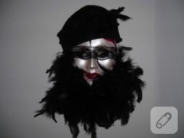 Keçe şapkalı duvar süsü maske