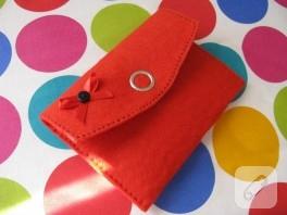 Kurdele süslemeli kırmızı keçe cüzdan