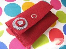 Kırmızı keçe cüzdan