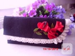 Dantelli çiçek süslemeli keçe cüzdanlar