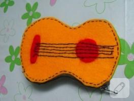 Keçeden gitar şeklinde cüzdan