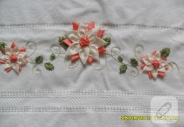 Çiçekli kurdele nakışı havlu kenarı