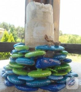 El boyaması dekoratif taşlar