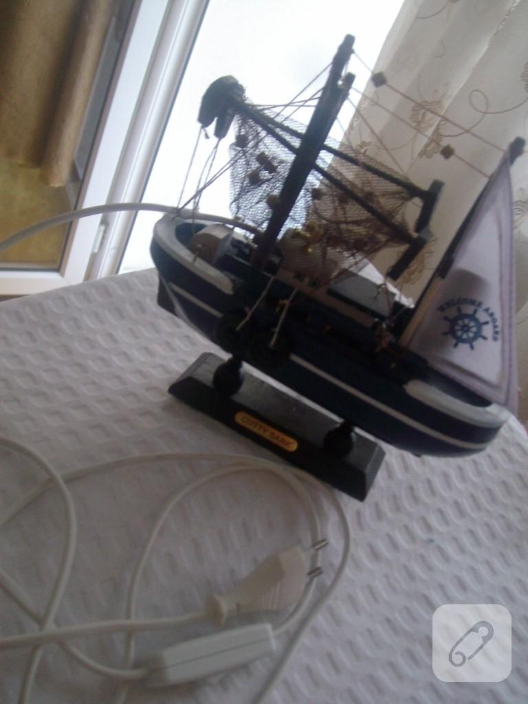el yapımı gemi objesinden oluşturduğum gemi masa abajuru..gece lambası olarak da kullanabilirsiniz...