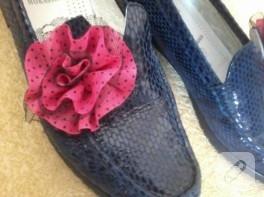 Çiçekle ayakkabı süsleme