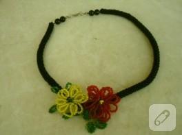 Boncuk örme çiçek kolye