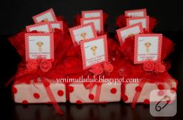Gelin hamamı için kırmızı süslemeli sabun