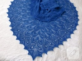 Mavi örgü şal