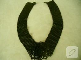 Siyah boncuklu yaka kolye modeli