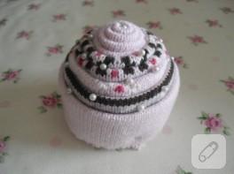 Eski çoraptan cupcake iğnelik