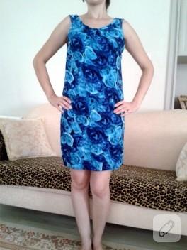 Mavi güllü elbise
