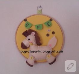 Çocuk odası için keçe süslemeli pano