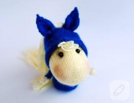 Mavi örgü at