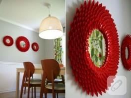 Plastik kaşıklardan yapılmış duvar süsü