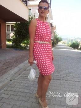 Pembe beyaz puantiyeli elbise