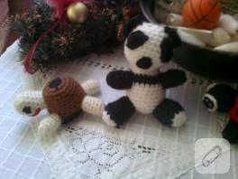 Amigurumi oyuncaklar panda ve kaplumbağa