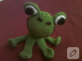 Amigurumi oyuncak kurbağa modeli