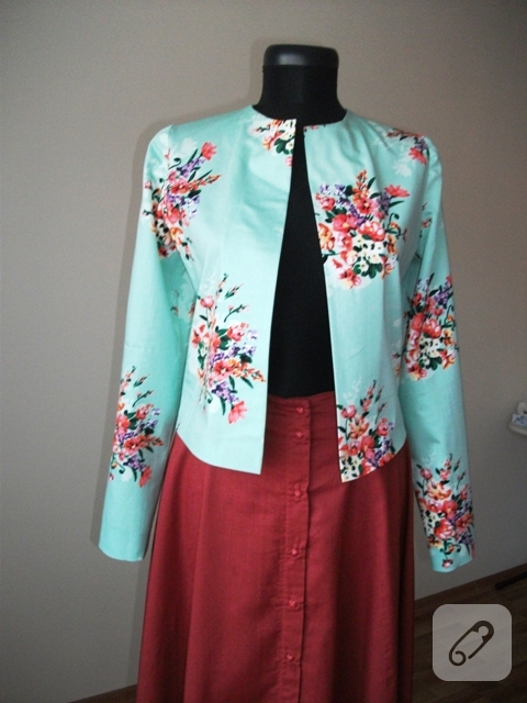 dikis-floral-mavi-kisa-ceket-modeli