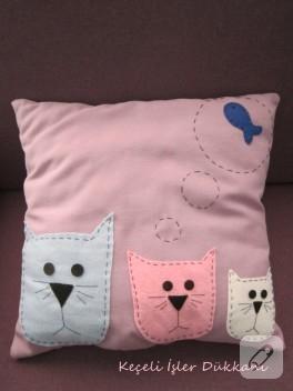 Keçeden kedili pembe yastık