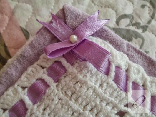 mor-kurdeleli-beyaz-tig-isi-bebek-battaniyesi-detay-ornek