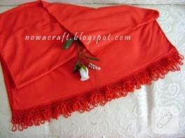 İğne oyası süslemeli kırmızı şal