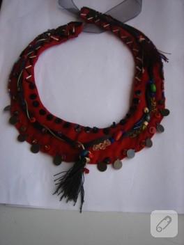 Kumaş ve boncuktan el yapımı kolye
