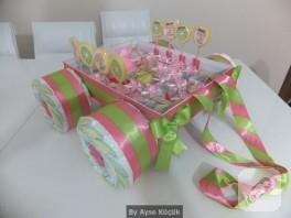 Bebek hediyelikleri; farklı bir bez pasta modeli