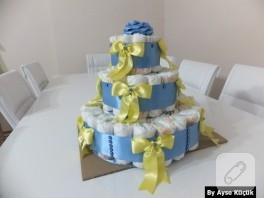 Bebek hediyelikleri; üç katlı bez pasta