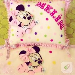 Minnie Mouse bebek battaniyesi ve takı yastığı