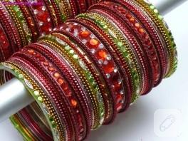 Renkli cam bilezikler