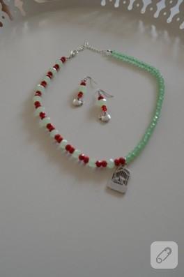 Kırmızı yeşil küpe ve kolye takımı