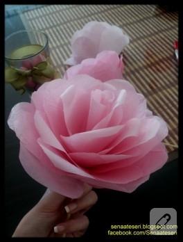 Kağıttan pembe dekoratif güller