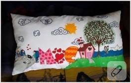 Kumaş boyama; aşk hikayesi temalı yastık