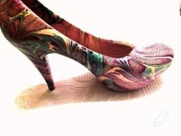 Ebru sanatı ile ayakkabı süsleme