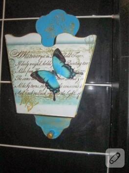 Ahşap boyama – kelebekli kapı gazeteliği