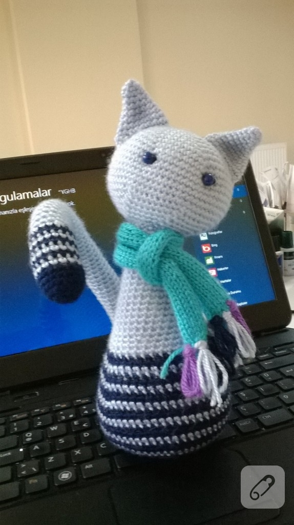 Amigurumi - cizgili kedi ve atk?s? 10marifet.org