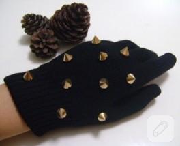Çivi aksesuarlı, siyah kışlık eldiven