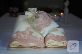 Fransız güpürlü havlu kenarları ve lavanta kesesi
