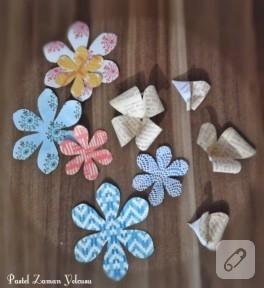 Kağıttan desenli çiçekler