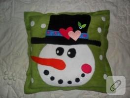 Polardan kardan adam süslemeli yastık modelleri