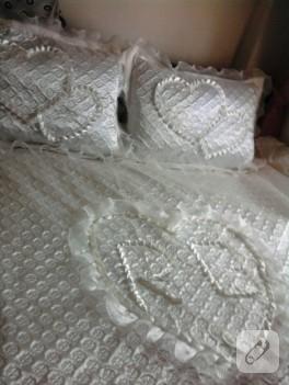 Beyaz yatak örtüsü modeli