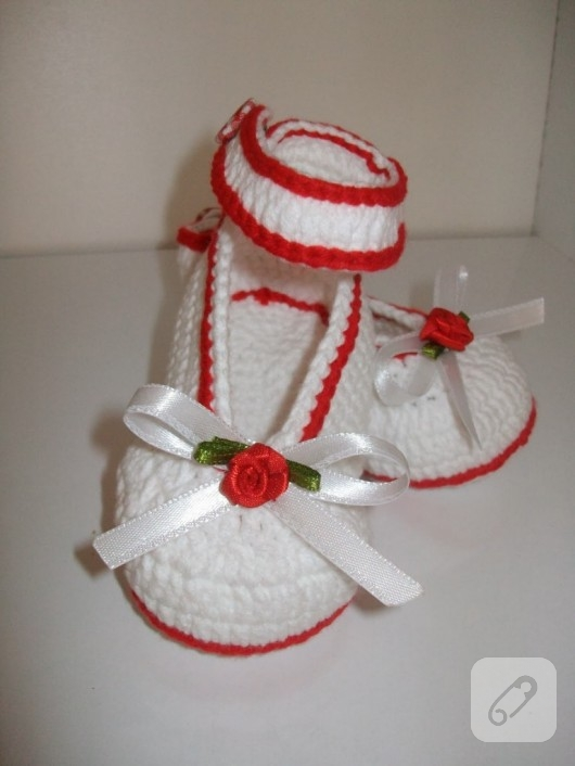 kırmızı beyaz kız bebek patikleri