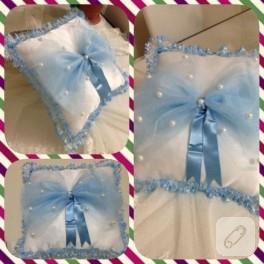 Mavi fiyonklu bebek takı yastığı