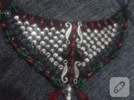 Boncuk süslemeli yaka kolye