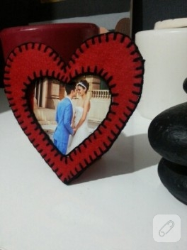 Kırmızı kalp çerçeve modeli