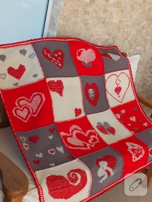 orgu-battaniye-modelleri-kareli-islemeli-battaniye-9