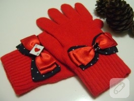 İskambil kağıdı aksesuarlı, kırmızı eldiven